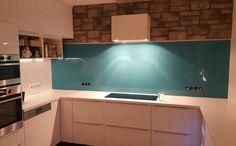 Wir helfen Ihnen Ihre #Küche mit unseren leuchtende #Glasrückwände, zu vervollkommnen.   http://www.arbeitsplatten-naturstein.de/glasrueckwaende-kueche-pflegeleichte-glasrueckwaende