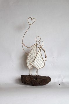 sculptures made with book pages & twine (? I think) / Epistyle Wire Crafts, Diy And Crafts, Arts And Crafts, Diy Projects To Try, Craft Projects, Sculptures Sur Fil, Book Page Crafts, Art Du Fil, Painted Sticks