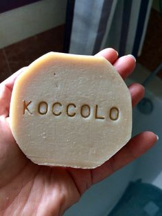 Un preferito personale dal mio negozio Etsy https://www.etsy.com/it/listing/623212759/sapone-shampoo-koccolo-al-latte-e-olio