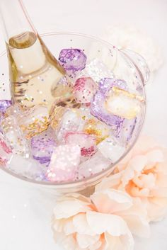 Make your own glitter ice cubes to chill your bridal shower wine with! Make your own glitter ice cubes to chill your bridal shower wine with! Make your own glitter ice cubes to chill your bridal shower wine with! Birthday Brunch, Brunch Party, Brunch Wedding, Cake Birthday, Diy Birthday, Wedding Reception, Drinks Wedding, Wedding Rustic, Party Wedding