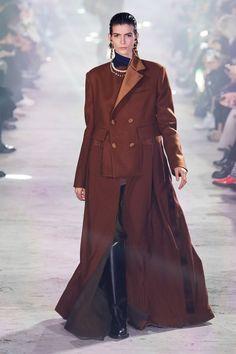 Sacai Fall 2020 Ready-to-Wear Fashion Show - Vogue Fashion Week, Daily Fashion, Paris Fashion, Runway Fashion, Fashion Fall, Street Fashion, Fashion Trends, Vogue Paris, Vogue Russia