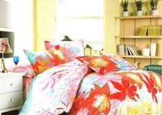 Спално бельо от сатениран памук - Цветен листопад. Комплект бельо за вашата спалня в нежни цветове. Големи цветни листа са разпръснати по десена. Материя на сатенирания памук е мека и много приятна на допир и допринася за уюта и комфорта на вашия сън. Внесете нежност в спалнята си.
