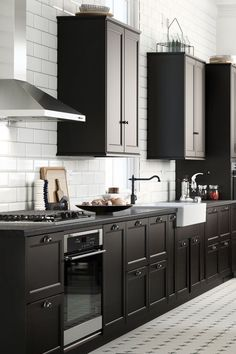 Kitchen cabinets that suit you and how you use your kitchen will save time and effort every time you cook (or empty the dishwasher). Pick the kitchen that's perfect for you with IKEA SEKTION!
