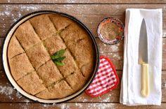 Παραδοσιακή Κρητική πίτα με κολοκυθάκια, τοπικά τυριά, τραγανό φύλλο και το  βασικό μυρωδικό της το φρέσκο δυόσμο.  Ονομασία που έμεινε από την περίοδο της Τουρκοκρατίας στο νησί, συνηθισμένη  στον δυτικό νομό και ξακουστή πίτα.     ΜΕΡΙΔΕΣ: 15 KOMMATIA ΧΡΟΝΟΣ ΠΡΟΕΤΟΙΜΑΣΙΑΣ: 30 ΛΕΠΤ Greek Desserts, Greek Recipes, Greek Beauty, Apple Pie, Hummus, Recipies, Bread, Ethnic Recipes, Pizza