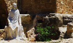 Madonna  Al-Mantara, ossia: Nostra Signora dell'Attesa, è il nome del Santuario libanese che allude al luogo in cui Maria veniva ad aspettare il suo divin Figlio in missione nella città cananea di Sidone.