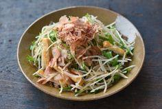 いちばん丁寧な和食レシピサイト、白ごはん.comの『大根サラダの作り方』を紹介するレシピページです。大根をたっぷり食べられる、和風でさっぱりとした味付けにしています。大根に合わせる野菜はいろいろと変えることができるので、冷蔵庫にある野菜でぜひお試しください。