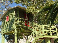Esta cabana fica na Quinta do Formil, chama-se Casa da Noz Verde e tem um quarto, kitchenette, casa de banho privativa e uma varanda com vista panorâmica. Diz quem por lá passou que da casa de houve o som de um riacho. Para a noite de 11 para 12 de março, a estadia para duas … Continued