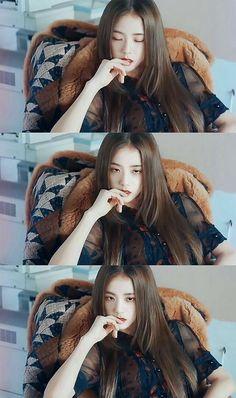 My Nerdie Boyfriend [Taehyung Jisoo] Blackpink Jisoo, Kim Jennie, Kpop Girl Groups, Korean Girl Groups, Kpop Girls, Divas, Lisa Park, Black Pink ジス, Blackpink Members
