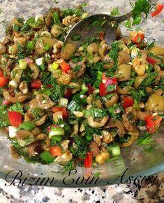 Antep zeytini bulursanız bu salatayı muhakkak deneyin derim, biz çok beğendik, tavsiye olunur... Zeytin Salatası Malzemeler; -1/2 k...