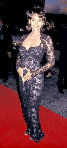 The Evolution of Halle Berry Halle Berry Style, Halle Berry Hot, Beautiful Black Girl, Beautiful Outfits, Pictures Of Halle Berry, Hally Berry, Black Actresses, Black Goddess, Exotic Women