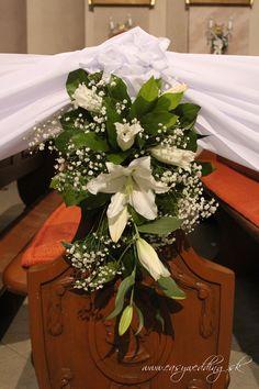 Kostol a biele ľalie / Church and white lilies