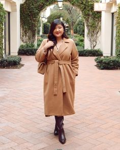 POWER MOVES - Curvy Girl Chic