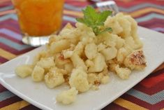 Grießschmarren - World of Donvey Lary Austrian Cuisine, Cauliflower, Food And Drink, Sweets, Dishes, Vegetables, Health, Desserts, Recipes