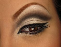 Swan eyes - gorgeous!  Complete step by step, and links to the products!