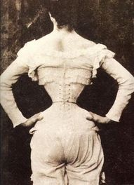 Wow... Look how tiny her waist is. Did she have her ribs removed or what?