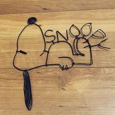 . スヌーピーが うまく出来たのでpost✏️ . どうやって飾ろうか考え中 . ほんとは こんな事してる場合じゃないのにw . #ワイヤークラフト #ワイヤーアート #自己満 #自己満pic #スヌーピー #snoopy