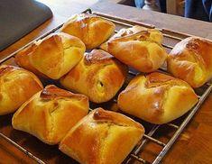 Topfengolatschen Austrian Recipes, Bread Rolls, Pretzel Bites, Mango, Good Food, Food And Drink, Sweets, Healthy Recipes, Healthy Food