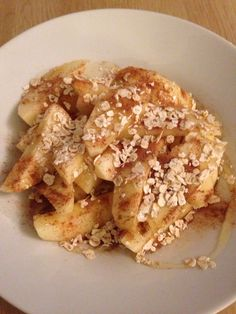 Cinnamon apples with honey and oats. Not-quite-vegan autumnal snack!