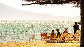 Praia do Perequê em dia de sol de Ilhabela, Brasil,