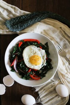 Ding, ding, ding! That's the breakfast bell telling us we're having kale…for breakfast! Ever since kale and I renewed our vows, the leafy greenage has made its way back into my breakfast life. Beca…