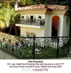 Paris Hilton teamed up with interior designer Faye Resnick to create this dog house for her dogs. This two-story dollar dog mansion is complete with air conditioning, heat, designer furniture, and chandeliers. I'll buy two thank you LOL~♛ Paris Hilton Dog, Fancy Dog Houses, Small Houses, Dream Houses, Cubby Houses, Dog Mansion, Luxury Dog House, Luxury Houses, Celebrity Dogs