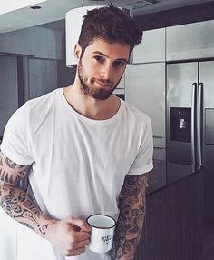 Ces Hommes Buvant du Café Sont Plus Chauds Que Votre Starbucks du Matin