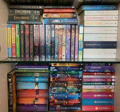 These books are so frickin amazing Hogwarts Library, Books For Teens, Insurgent, Mockingjay, Bookstagram, Bookshelves, Journals, Harry Potter, Deco