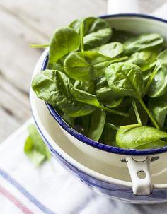 Riche en fibres et diurétique, l'épinard est un légume malin et nourrissant quand il est bien préparé. On l'adore en cette saison, en green smoothie,...