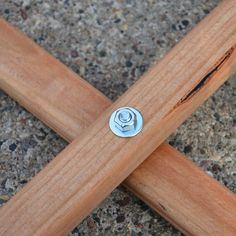 How About Orange: How to make a folding camp stool Deck Chairs, Eames Chairs, Garden Chairs, Folding Table Legs, Folding Stool, Viking Tent, Diy Bench Seat, Pochade Box, Woodworking Projects