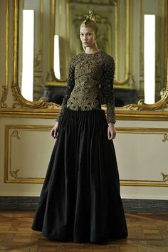 Celebrities who wear, use, or own Alexander McQueen Fall 2010 Embroidered Black Gown. Also discover the movies, TV shows, and events associated with Alexander McQueen Fall 2010 Embroidered Black Gown. Givenchy, Valentino, Alexander Mcqueen Couture, Alexander Macqueen, High Fashion, Fashion Show, Paris Fashion, Simply Fashion, Couture Fashion