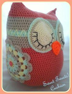 Crochet owl cushion