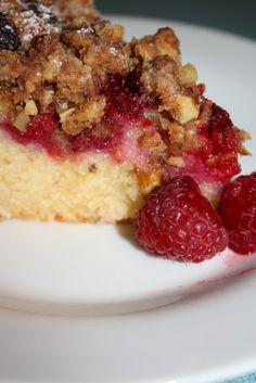 Raspberry & Walnut Cake | Nourish MagazineNourish Magazine Lunch Snacks, Lunch Recipes, Bread Recipes, Cupcake Cakes, Cupcakes, Walnut Cake, Crumble Topping, Quick Bread, Cake Plates