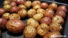 Easy peasy rosemary garlic and her roasted baby potatoes! Super easy and fab tasting side! Gf Recipes, Home Recipes, Free Gf, Gluten Free, Baby Potato Recipes, Roasted Baby Potatoes, Easy Peasy, Super Easy, Garlic