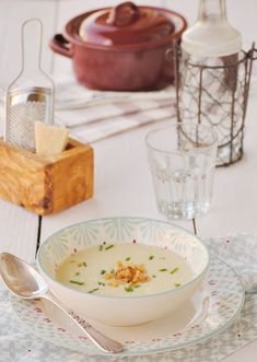 Neus cocinando con Thermomix: Vichyssoise de pera con parmesano Gazpacho, Tostadas, Thermomix Soup, Panna Cotta, Pudding, Nutrition, Cream, Cooking, Ethnic Recipes