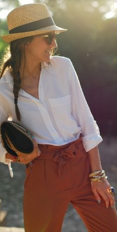 White shirt and burnt orange pants Look Fashion, Fashion Outfits, Womens Fashion, Paris Fashion, Casual Chic, Spring Summer Fashion, Autumn Winter Fashion, Moda Chic, Winter Stil