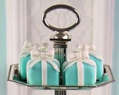 Engagement-Party Desserts: Tiffany Box Cupcakes