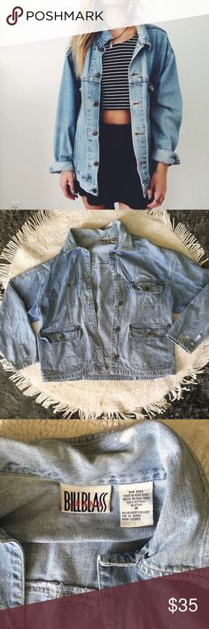 👽 90's Oversized Jacket👽 I'm in love with this.! It's a genuine vintage 90's jean jacket in excellent condition 🌙Super trendy for that insta/tumblr grungy look.! 🌙Bundle 2 or more items for 15% off🌙 Vintage Jackets & Coats Jean Jackets