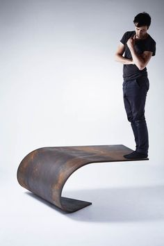 Poised Table Design – A table that defies gravity