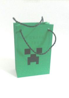 Sacolinha Minecraft <br> <br>Produzida em papel color 180g na medida 16A X 9L