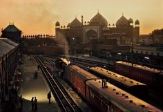AGRA - Train station - by Steve McCurry