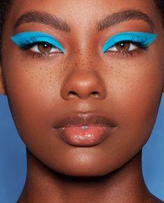 My Everyday Natural Makeup routine using Make Up Revolution Conceal and Define Blauer Lidschatten Makeup Trends, Makeup Inspo, Makeup Art, Beauty Makeup, Hair Makeup, Makeup Ideas, Beauty Trends, Makeup Meme, Fox Makeup