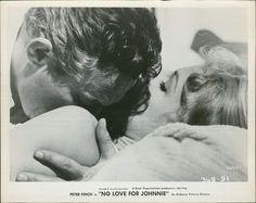S 0841 No Love For Johnnie Peter Finch Mary Peach 8 Original Photo