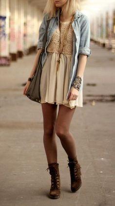 amo los vestidos combinados con botas