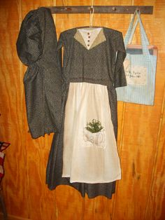 Bonnet and prairie dress,  bonnet pattern, Drakestone Primitive  dress pattern, The Primitive Pear