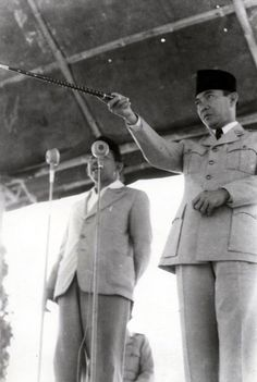 The Founding Father Soekarno Indonesian Art, Mr President, World Leaders, Historical Pictures, Founding Fathers, People Of The World, Way Of Life, Revolutionaries, My Idol
