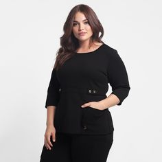 The Curve Button Waist Top in Black is a contemporary addition to women's medical scrub outfits. Shop Jaanuu for scrubs, lab coats and other medical apparel. Cute Scrubs Uniform, Scrubs Outfit, Dental Scrubs, Medical Scrubs, Dental Uniforms, Black Scrubs, Lab Coats, Abaya Fashion, Work Attire