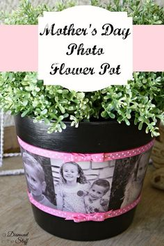 DIY mother's day gifts DIY Mother'€™s Day Photo Flower Pot DIY mother's day gifts Hate the pink but can easily change! A beautiful Mother's Day gift idea! Flower Pot Crafts, Clay Pot Crafts, Crafts To Do, Flower Pots, Crafts For Kids, Diy Mothers Day Gifts, Diy Gifts, Gifts For Mom, Mothers Day Ideas