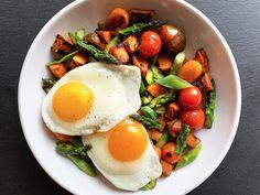 6 High-Protein Smoothies That Don't Taste Like Chalk - SilverSneakers Healthy Drinks, Healthy Snacks, Healthy Eating, Diet Recipes, Vegetarian Recipes, Healthy Recipes, Smoothie Recipes, Quick High Protein Breakfast, Veggie Diet