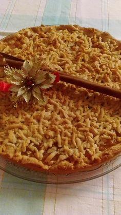 Μεθυσμένη – τριφτή μηλόπιτα Pizza Tarts, Apple Deserts, Pie Crumble, Greek Desserts, Apple Pie, Sweet Recipes, Christmas Time, Waffles, Food And Drink