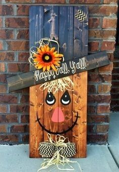 Pallet Ideas 27 Creative Fall Pallet Projects for Decorating Your Home on a Budget - Over 25 options for pallet signs to decorate your home this fall. They are so inexpensive you could make new fall pallet projects each year. Pallet Crafts, Diy Pallet Projects, Wooden Crafts, Pallet Ideas, Fall Wood Crafts, Fun Crafts, Adornos Halloween, Manualidades Halloween, Fall Halloween